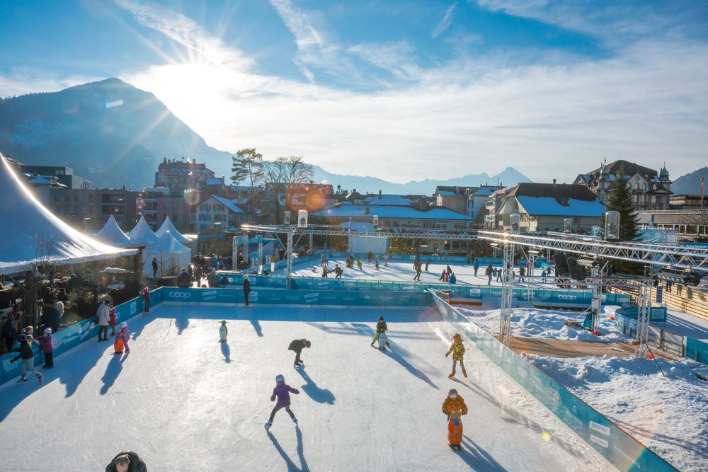 Ice Magic, la patinoire en plein air d'Interlaken, un incontournable ! - © Office de Tourisme d'Interlaken