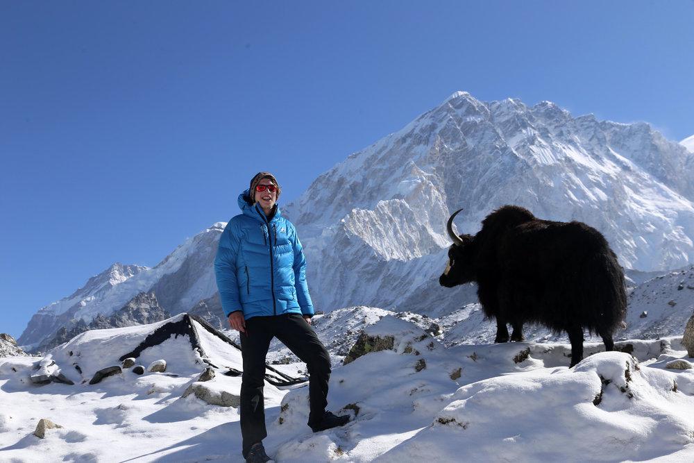 Jost Kobusch mit einem schwarzen Yak - © BlackYak