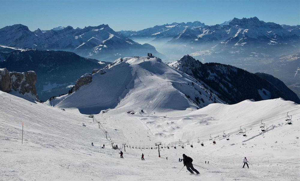 La piste de Chaux de Mont, balisée en noir est la plus difficile du domaine skiable de Leysin - © José Crespo