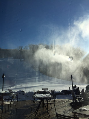 Camelback Mountain Resort - Very very cold, only 3 lifs open on Monday  - © Depor