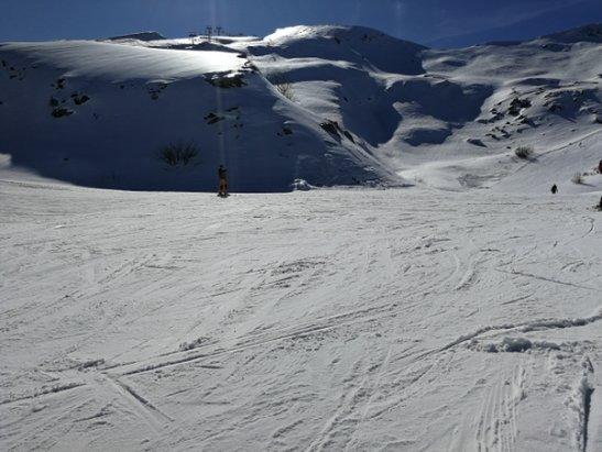 Abetone - Piste con muri ghiacciati, verso valle marcia, abbastanza variabile sul tracciato, dura e cumuli. ATTENZIONE alle cadute.  - © Vincent Vega