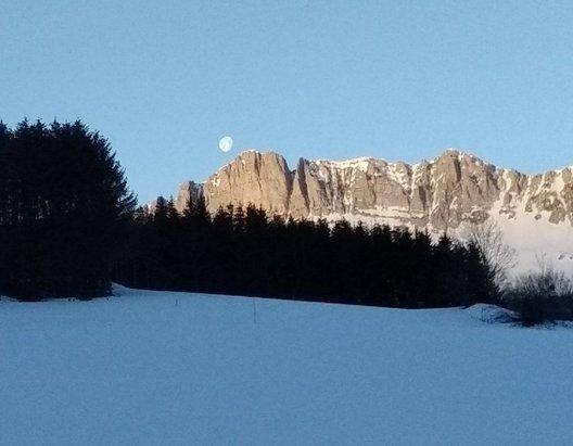 Gresse en Vercors - Coucher de lune au petit matin depuis combe maunette - © Nathan