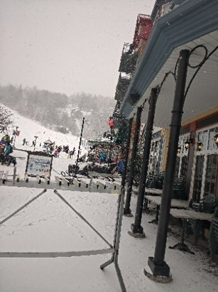 Tremblant - snowing - © anonymous