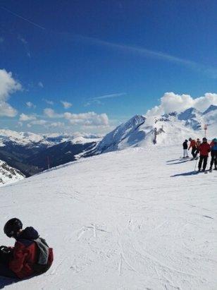 Hintertuxer Gletscher - Vormittags prima Pisten,nachmittags schon sehr stumpfer Schnee.Aber jedes Mal ein Vergn - © Anonym
