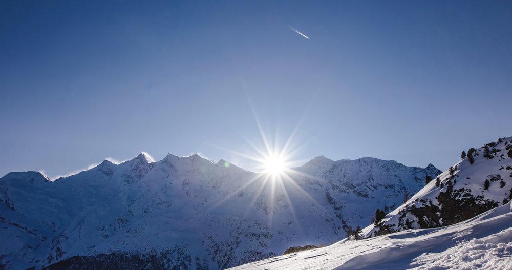 Blick auf die Bergketten des Saastals - © PPR - Saastal Tourismus AG