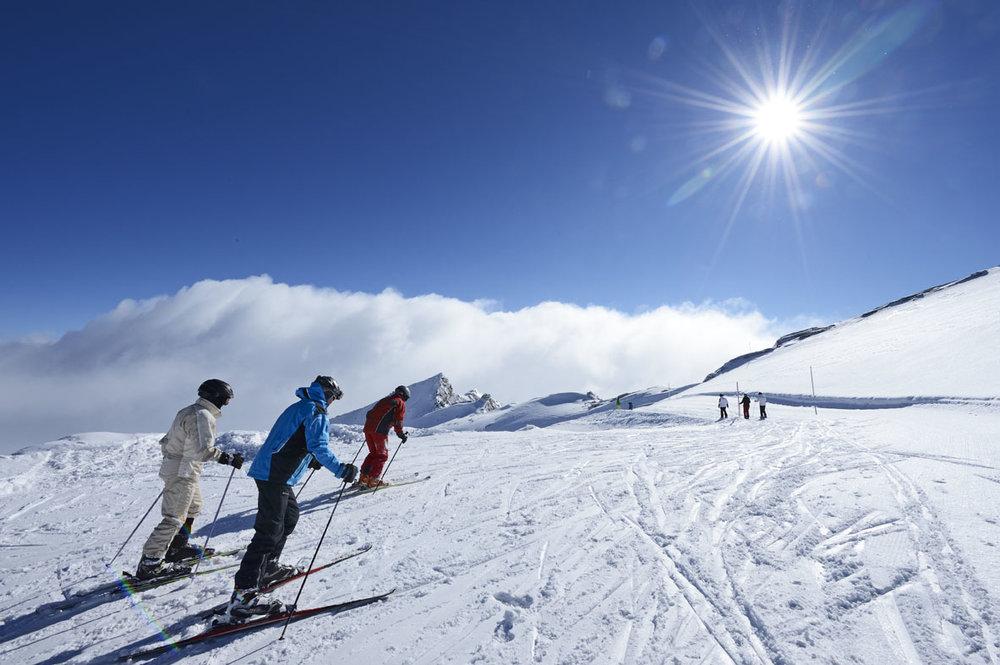 Skifahrer in Vals - © Robert Bösch © Visit Vals