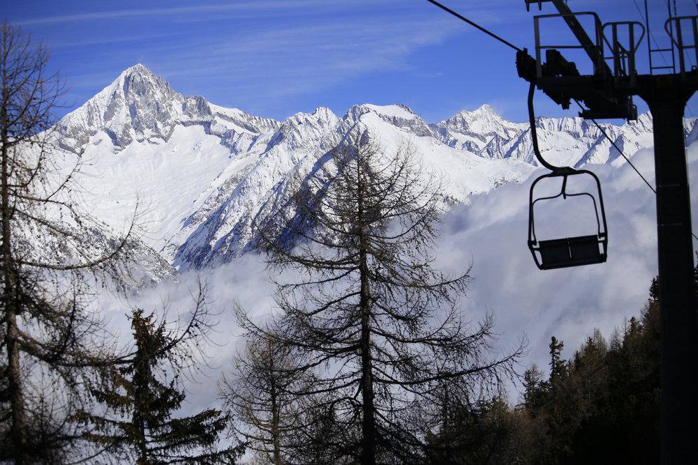 Tolle Aussicht vom 2er-Sessel in Unterbäch - © Unterbäch Tourismus