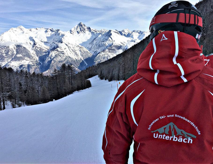 Skilehrer in Unterbäch - © Unterbäch Tourismus
