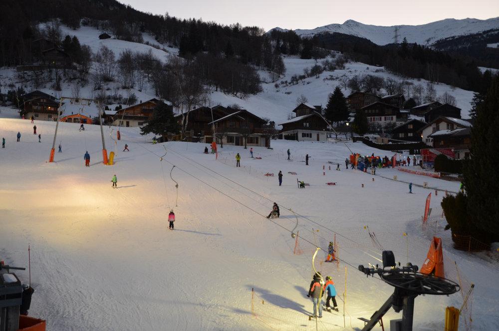 Abendliches Skifahren in Unterbäch - © Unterbäch Tourismus