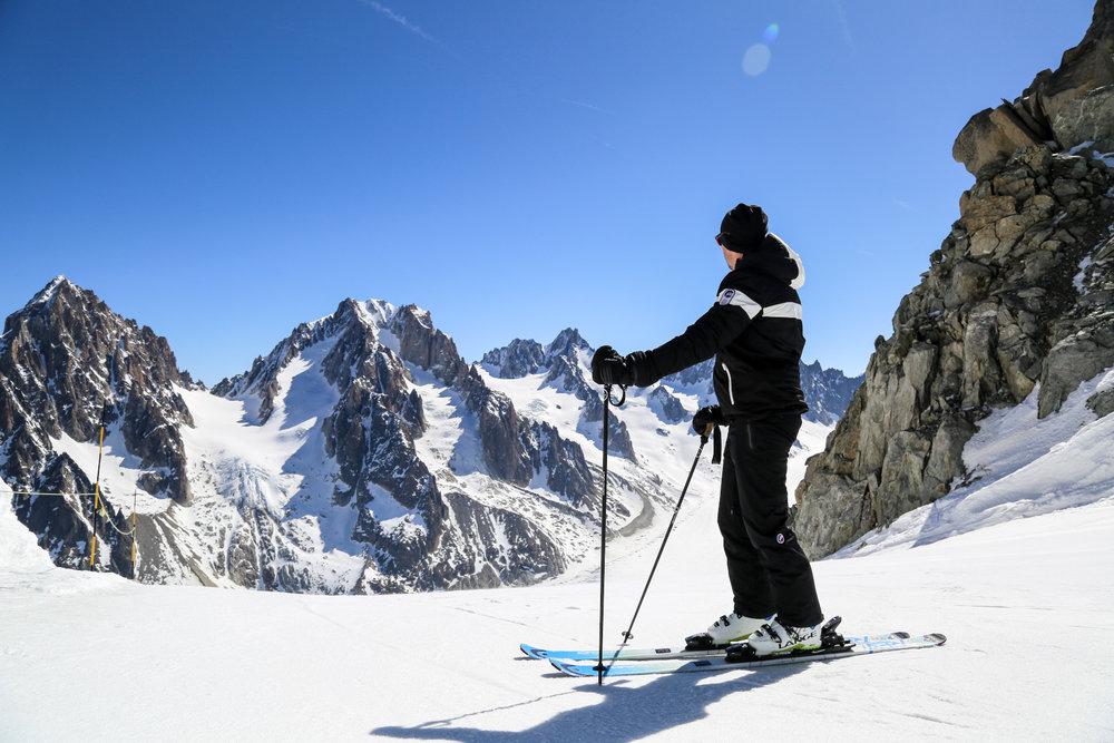 Chamonix offre cette expérience unique du ski dans une ambiance et des paysages de haute montage... - © Office de Tourisme Vallée de Chamonix - Salome Abrial