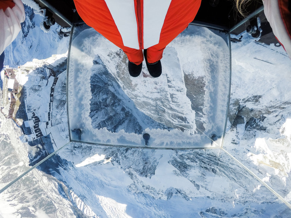 """Le pas dans le vide : C'est ce qu'on appelle """"en avoir sous le pied...""""... - © Office de Tourisme Vallée de Chamonix - Salome Abrial"""