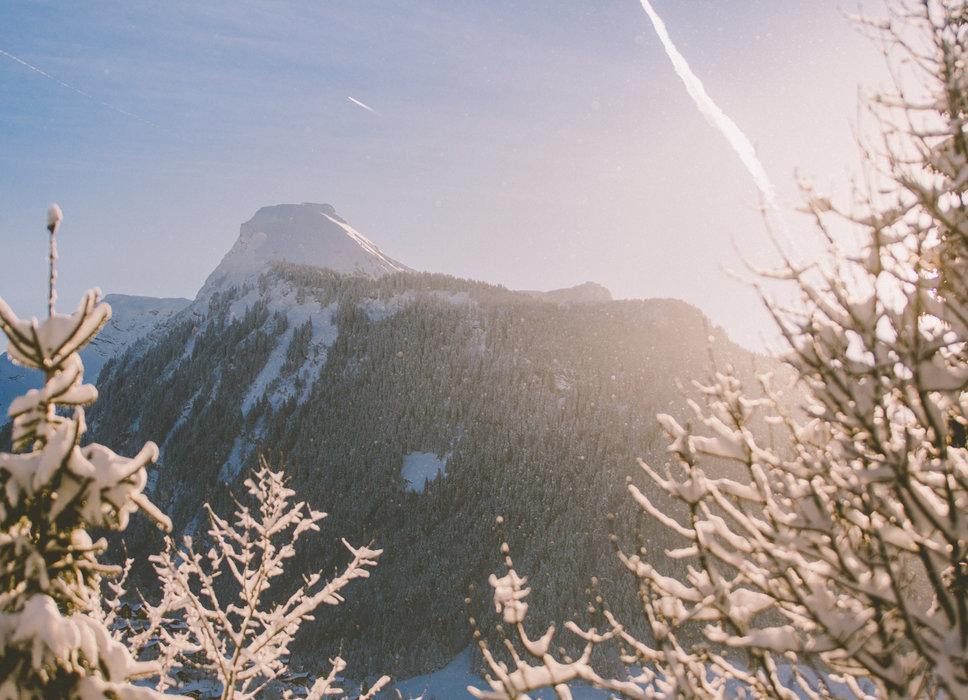Vue sur le sommet emblématique de Morzine : La Pointe de Nyon - © Sam Ingles / OT Morzine