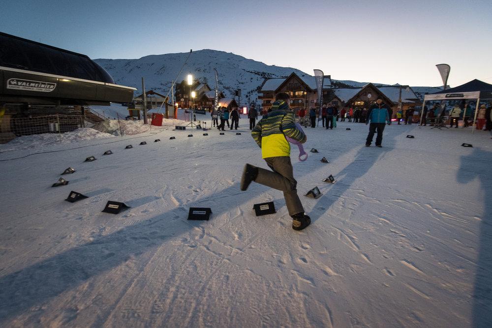 En fin de journée, le front de neige de Valmeinier accueille de multiples activités. - © A. Pernet / OT de Valmeinier