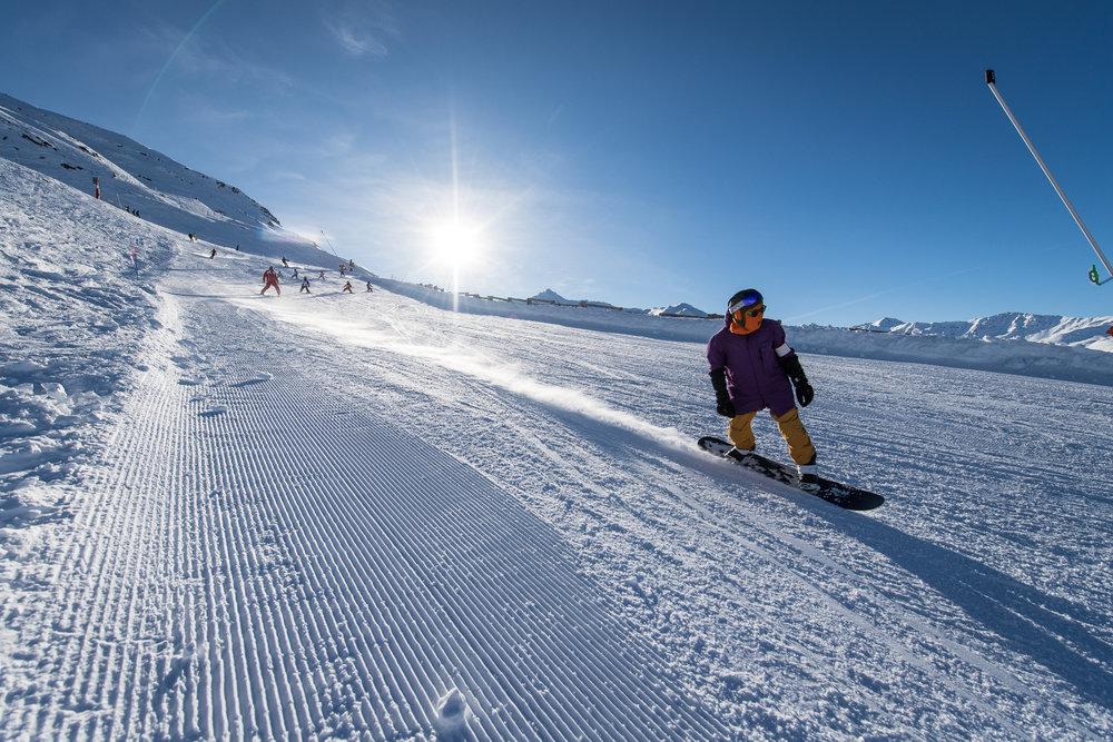 Conditions parfaites (neige fraîche et soleil généreux) sur les pistes de ski de Valmeinier - © A. Pernet / OT de Valmeinier