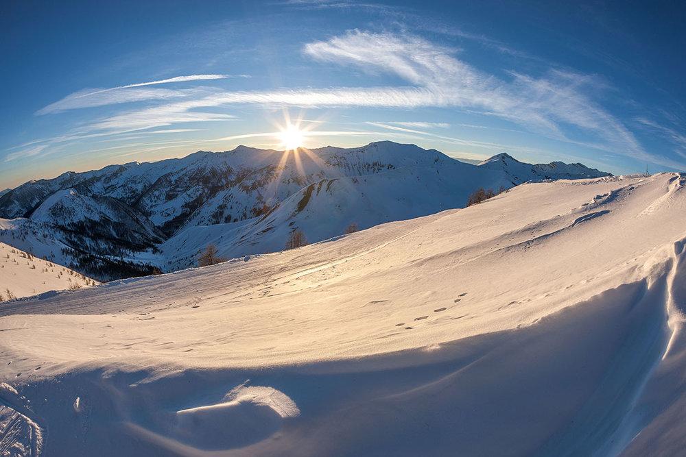Ambiance d'une fin de journée hivernale sur le domaine skiable du Val d'Allos - © R. Palomba / Office de Tourisme du Val d'Allos