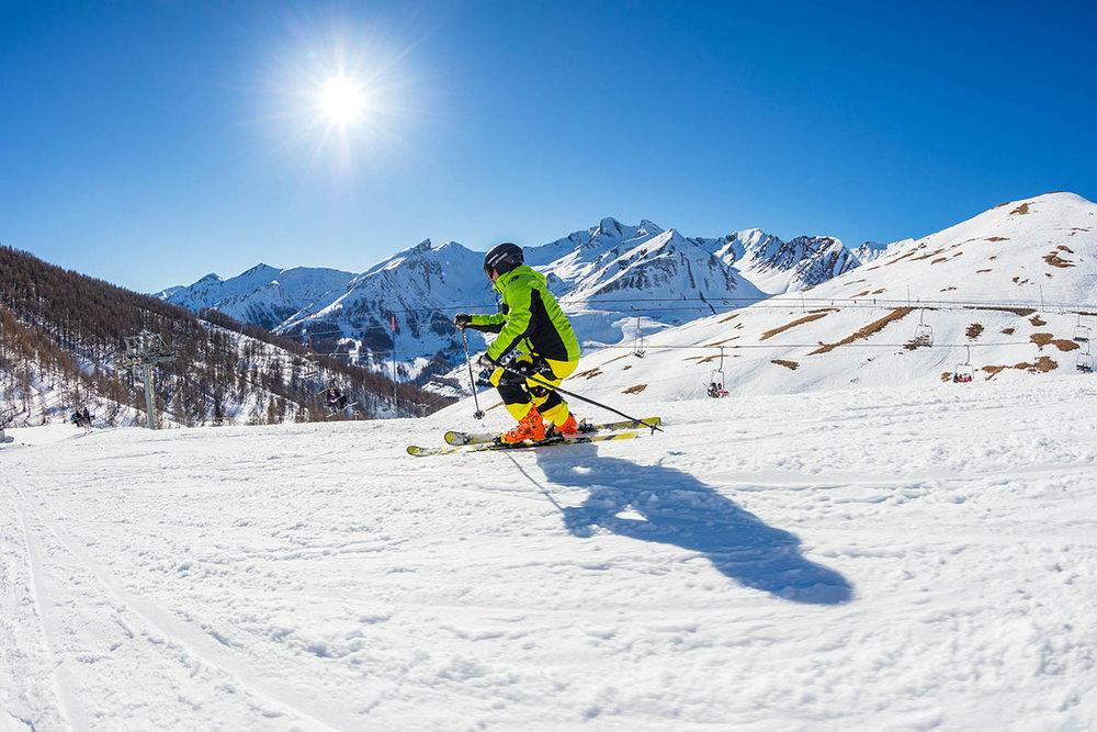 Un soleil généreux et un enneigement de qualité, voilà les deux caractéristiques du domaine skiable du Val d'Allos - © R. Palomba / Office de Tourisme du Val d'Allos