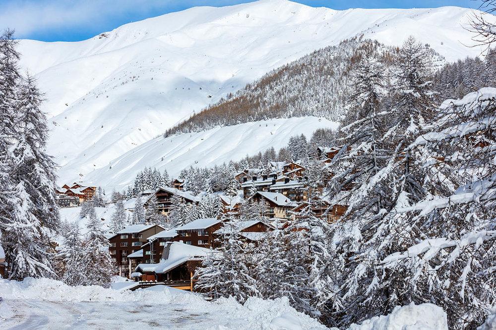 Chalets et résidences à proximité des pistes de ski du Val d'Allos - © R. Palomba / Office de Tourisme du Val d'Allos