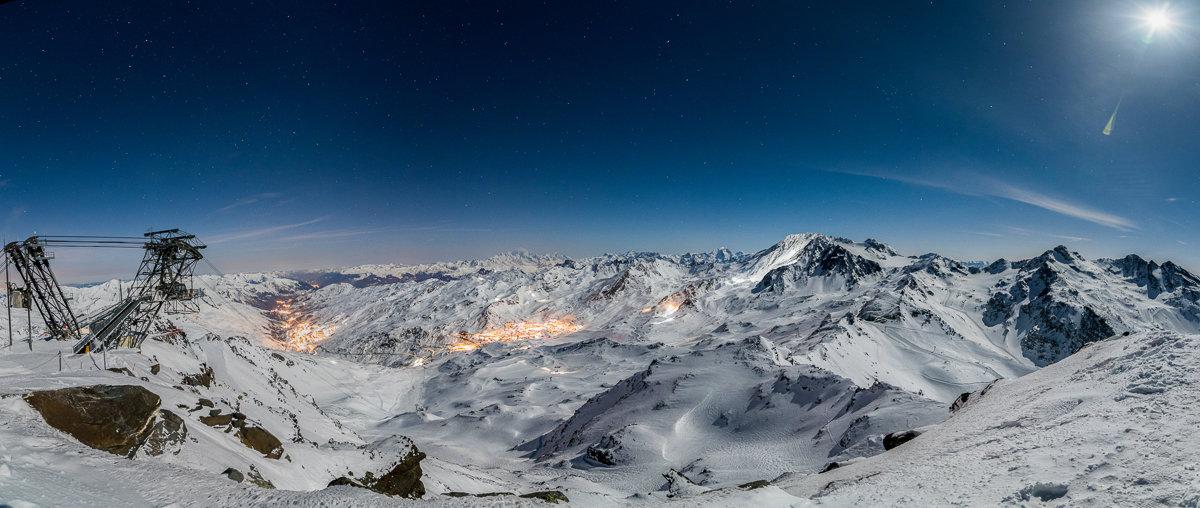 Vue nocturne sur la station de Val Thorens depuis la Cime Caron - © T. Loubere / OT Val Thorens