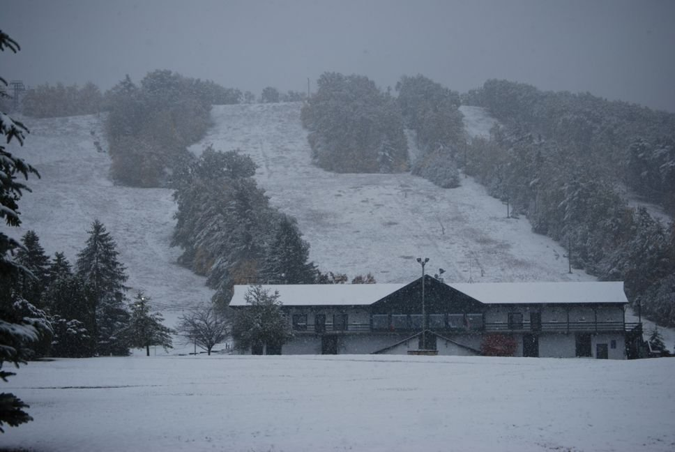 Snow at the lodge of Tussey Mountain, Pennsylvania