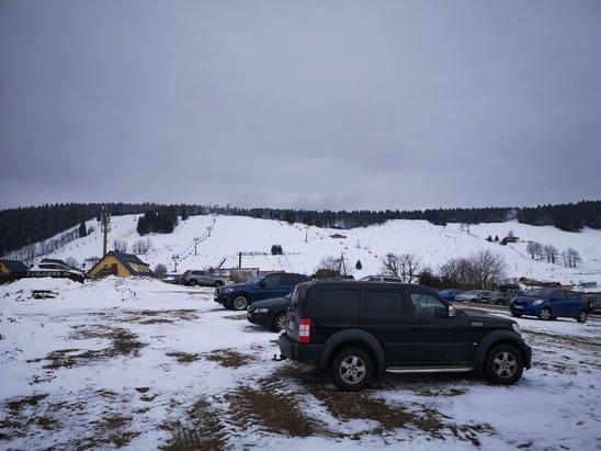 Zieleniec Ski Arena - Po 2 dniach opadu 20 cm świeżego sniegu. Dobre warunki do jazy. Temp. koło 0. Przyjemnie się jeździ.  - © ---