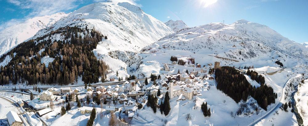 Blick auf Hospental, das zwischen Andermatt und Realp liegt - © SkiArena Andermatt-Sedrun