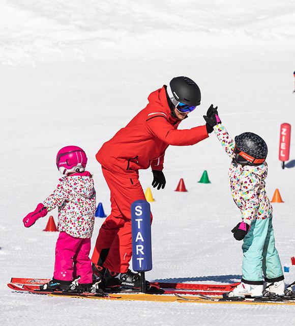 Für Kinder ist die Wahl des passenden Skikurses doppelt wichtig - © CheckYeti/Roland Haschka