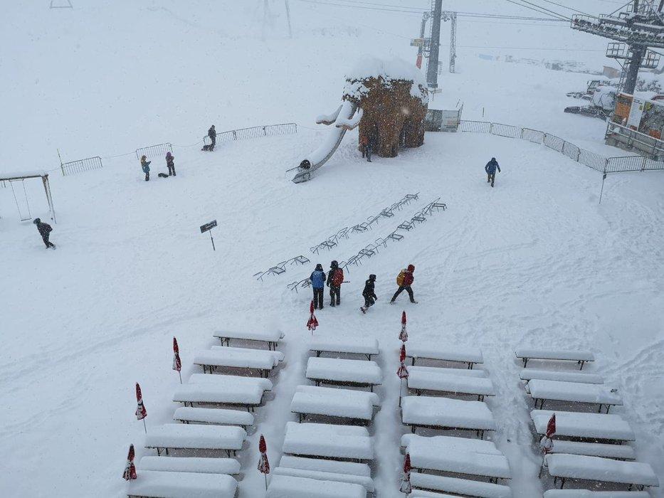 Wie im tiefsten Winter sah es am Wochenende am Stubaier Gletscher aus - © Facebook Stubaier Gletscher
