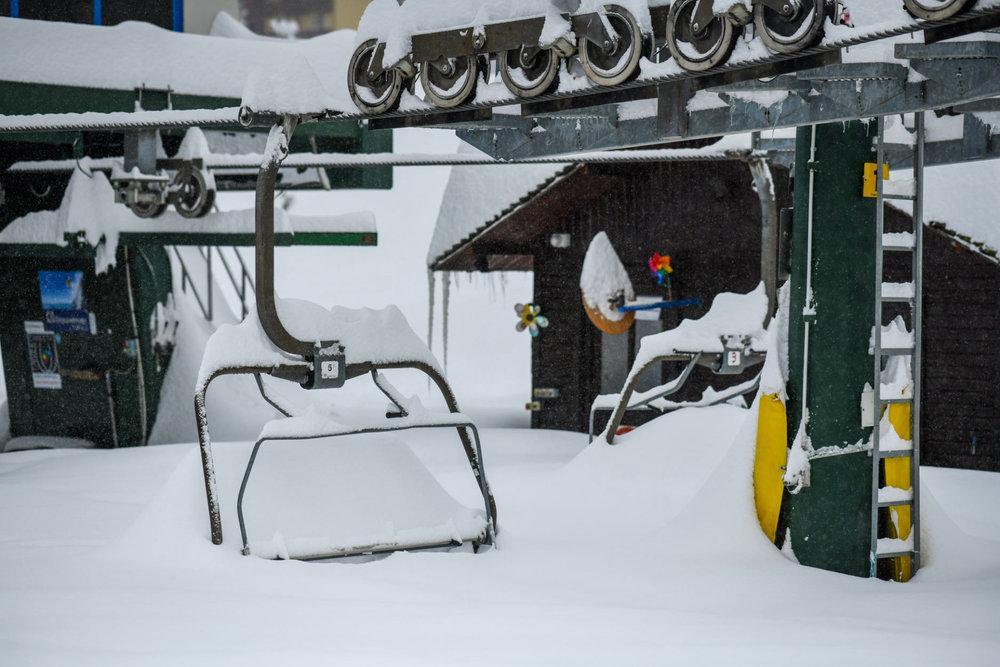 In Prato Nevoso (ITA) muss erst noch etwas geschaufelt werden, bevor das Skigebiet geöffnet wird. In anderen Regionen hingegen geht es am Wochenende bereits los! - © Prato Nevoso Ski Facebook