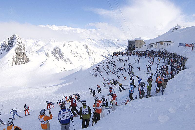 """Start auf der Valluga beim Kultrennen """"Der Weiße Rausch"""" in St. Anton am Arlberg - © TVB St. Anton am Arlberg / Josef Mallaun"""