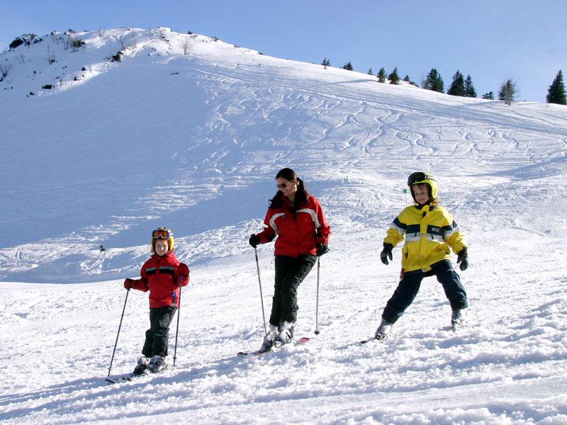 wissenswertes zum skiurlaub wo sind ausweise und helme pflicht skiinfo. Black Bedroom Furniture Sets. Home Design Ideas