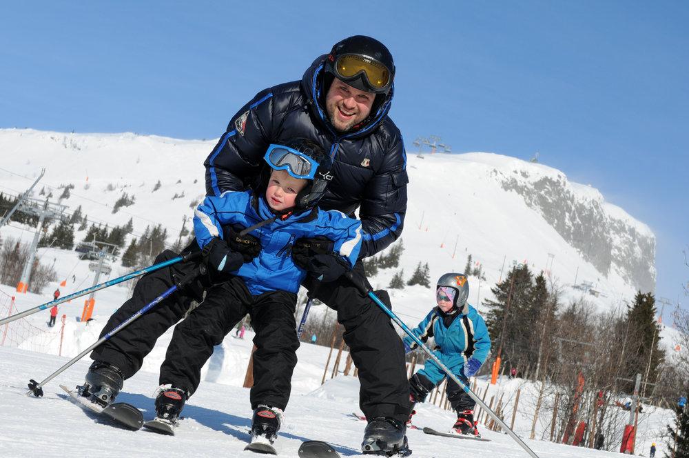 První obloučky na sněhu zvládnou už tříleté děti.