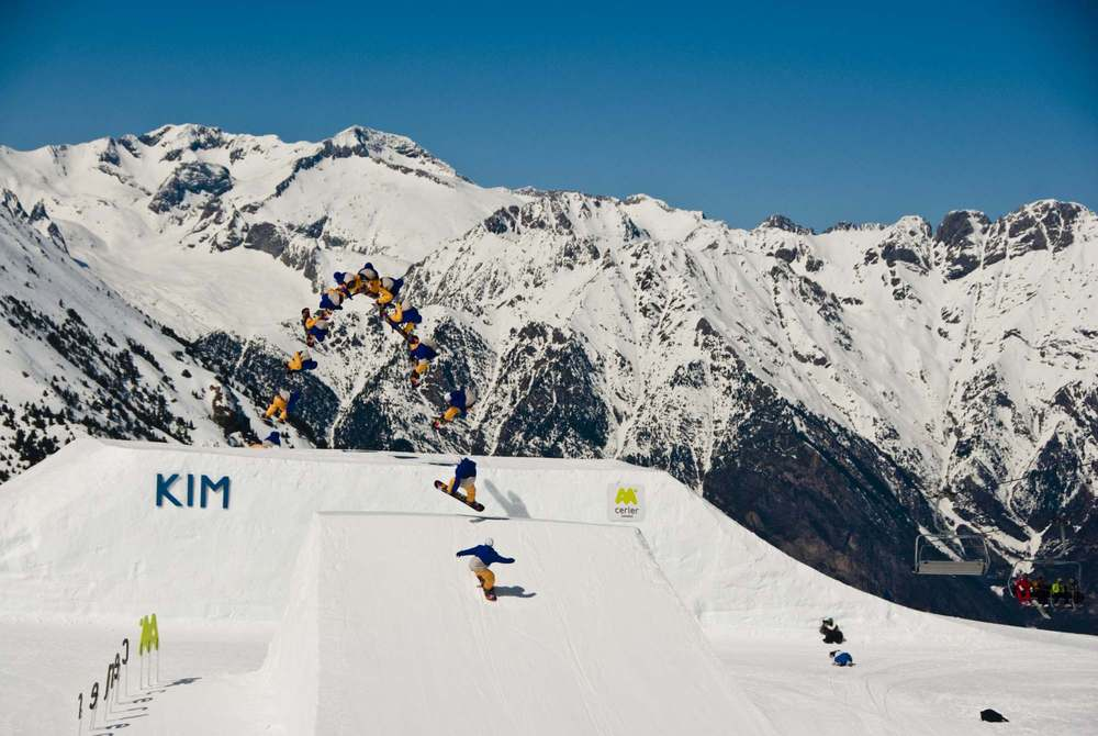 Freestyle snowboarder at snowpark in Cerler