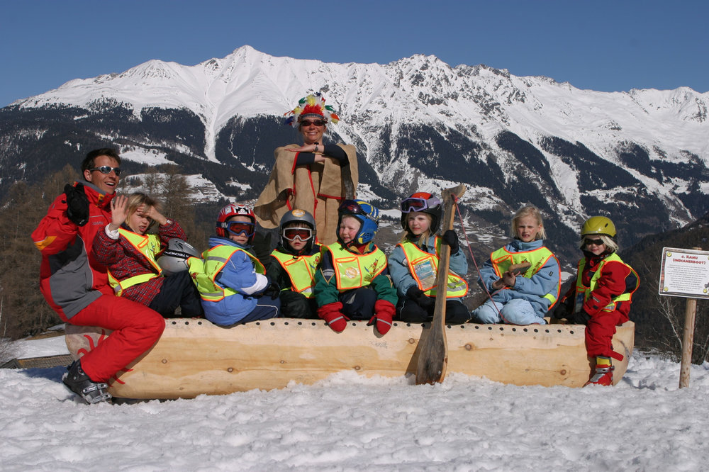 In Kinderland Fiss - ©  Serfaus-Fiss-Ladis / Tirol | sflw44 | Kinder im Kajak im Kinderland Fiss | Serfaus-Fiss-Ladis