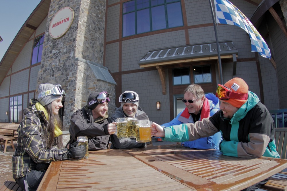 Nothin beats Apres-ski with family and friends. Photo Courtesy of Mountain Creek.