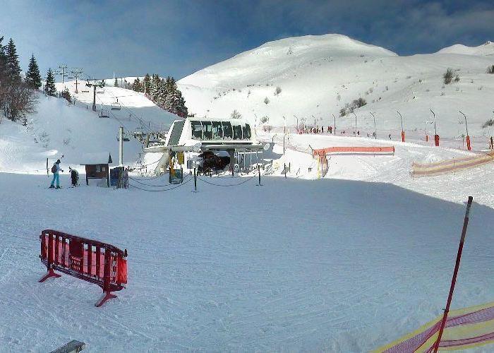 Neige et soleil sont au rendez-vous sur le domaine skiable de Monts Jura (22 janv. 2013)