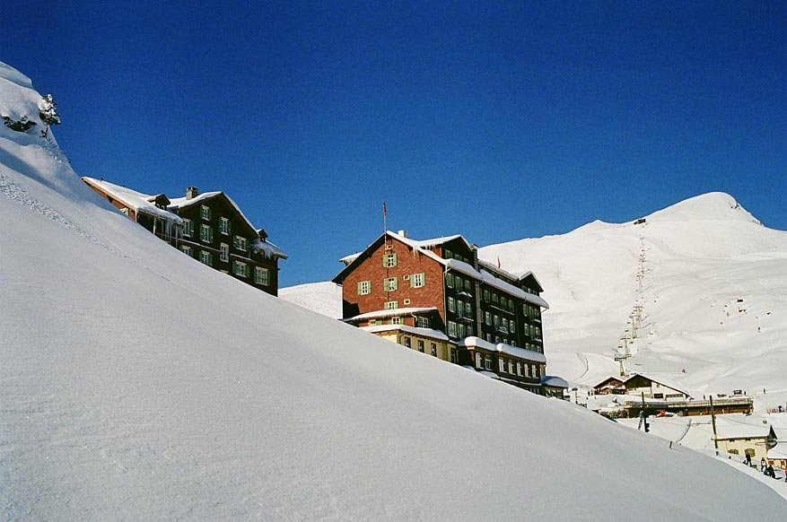 Hotel Bellevue des Alpes next to the ski lifts.  - © Scheidegg Hotels