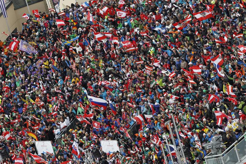 Rund 40.000 Zuschauer verfolgten den Slalom - © Alexis Boichard/Agence Zoom