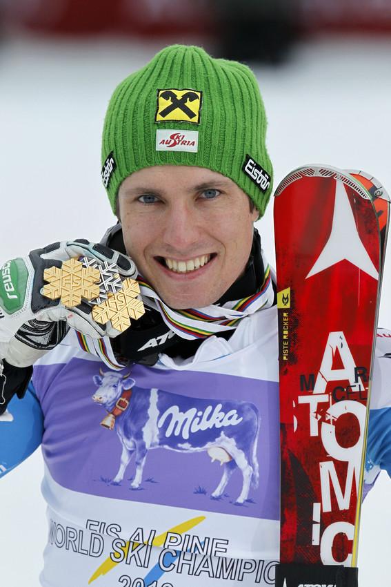 Marcel Hirscher mit seinen Medaillen - © Christophe Pallot/Agence Zoom