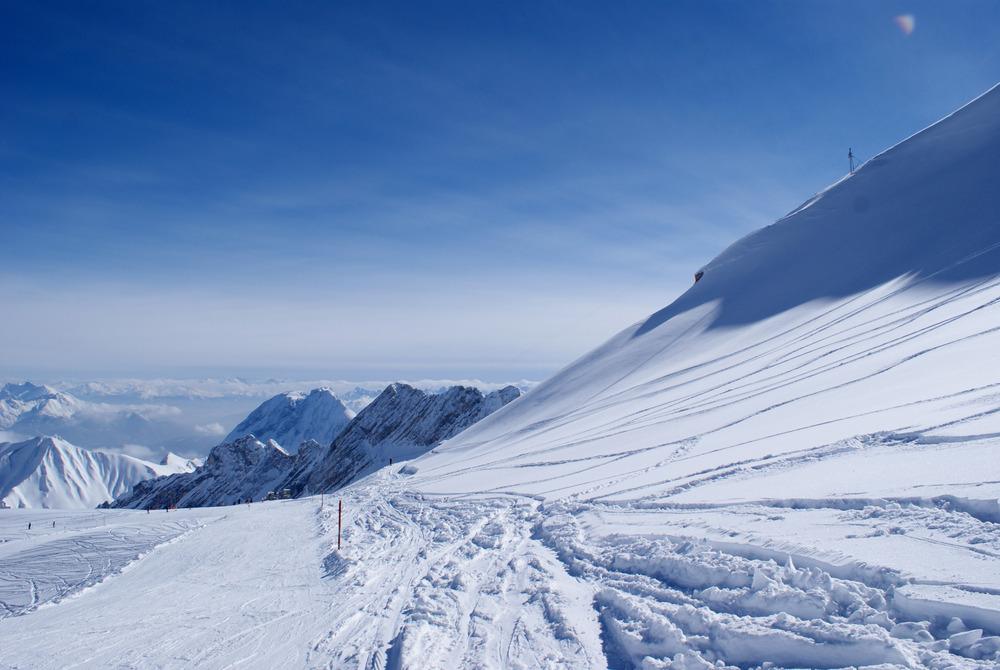 Gewaltige Aussichten gibt es nicht nur am Gipfel, sondern auch im Skigebiet - © Gernot Schweigkofler