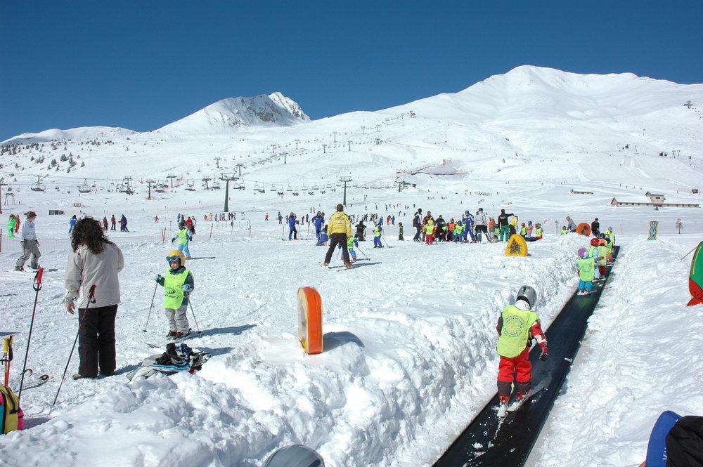 Sunshine skiing at Passo Tonale, Italy - © Passo Tonale Tourism
