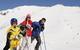 Eine Familie macht Pause in Flattach am Mölltaler Gletscher, Österreich