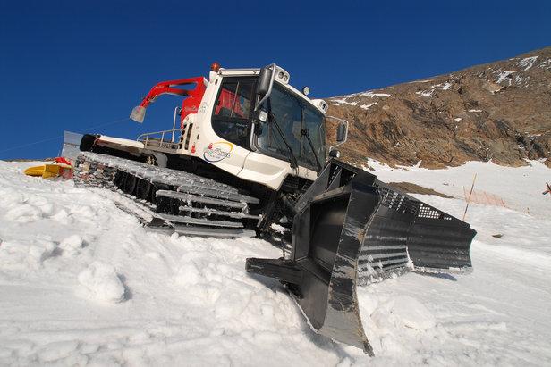 Le damage consiste à tasser et aérer la neige pour la rendre plus compacte et plus agréable à skier