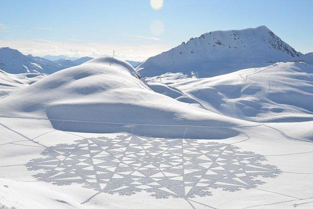 Simon Beck: Kruhy v snehu ©Simon Beck