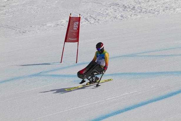 Sit-skier Josh Dueck  - © Tyler Ingram