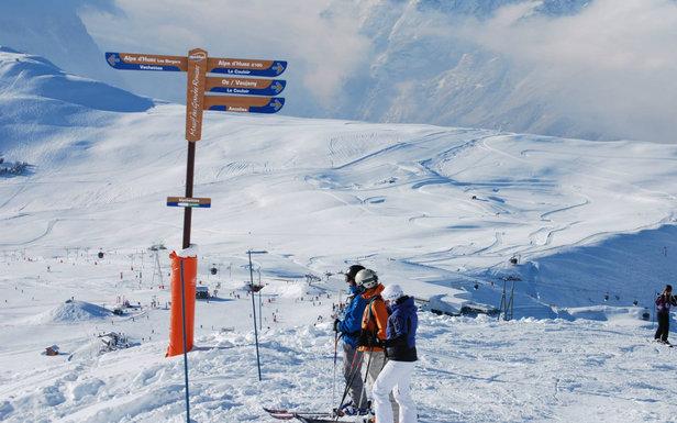 Grâce aux chutes de neige récente, le domaine skiable de l'Alpe d'Huez ouvrira dès le week-end du 16/17 novembre.