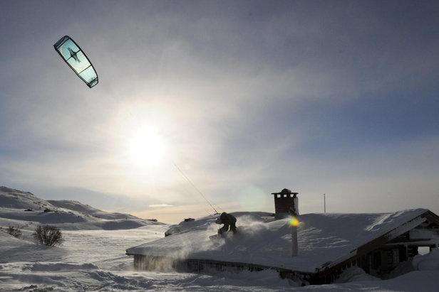 Snowkiting na płaskowyżu Hardangervidda, Norwegia  - © Globalwaters Haugastøl