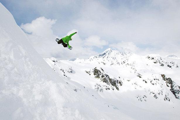 Lech-Zürs: Das Gebiet kann sich durchaus mit den Freeride-Optionen Nordamerikas messen. Rock Drops und Powder Runs im Schneeloch Vorarlbergs