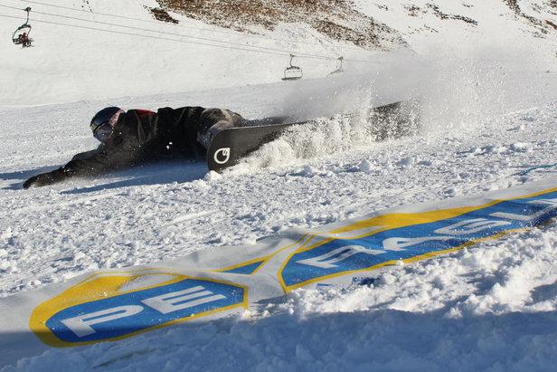 Démonstration de Snow Swoard à Peyragudes où comment carver avec son snowboard...