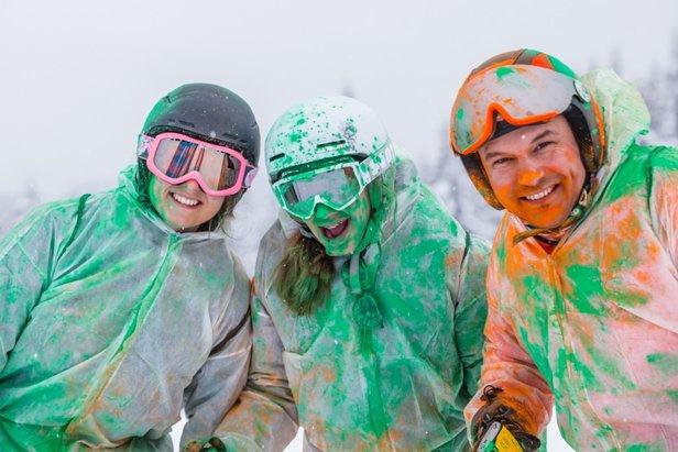 Vivez une une explosion de couleur en participant à l'événement Skicolor aux Gets  - © OT Les Gets