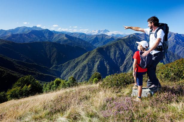 In montagna d'estate con i bambini- ©rcaucino - Fotolia.com